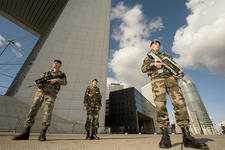 Du nouveau pour le plan Vigipirate Patrouille-du-19e-rg-en-mission-vigipirate-a-paris-la-defense_article_demi_colonne
