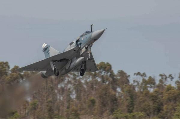 El ultimo vuelo del Mirage 2000 en la FAB M2000-22-600x398