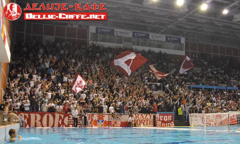 Fenomenul Ultras in alte sporturi - Pagina 2 Delije01
