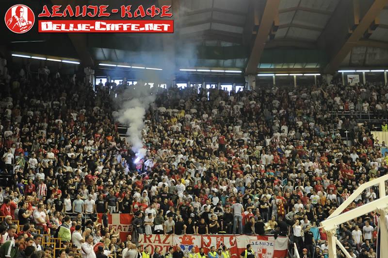 Fenomenul Ultras in alte sporturi - Pagina 5 Delije02