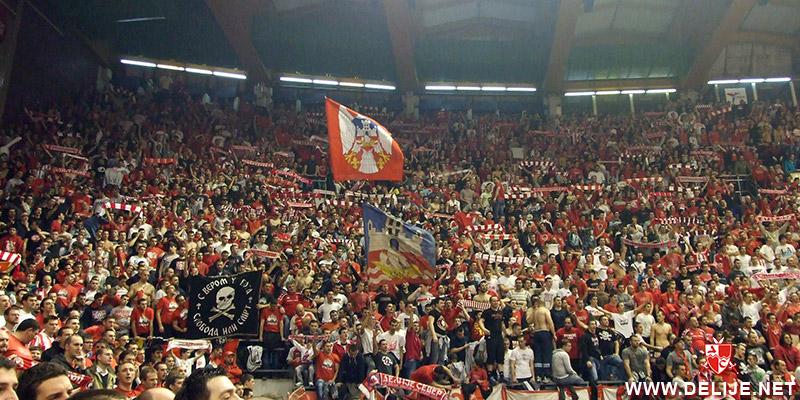 Fenomenul Ultras in alte sporturi - Pagina 6 1213_cz_galata_8