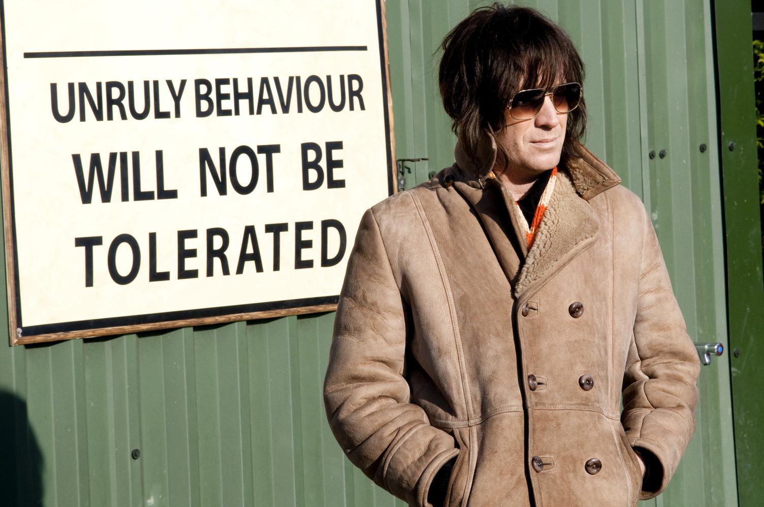 Les 8 meilleurs films sur les trafiquants de drogues ! Par Demotivateur & Barry Seal Mr-nice-mr-nice-13-04-2011-08-10-2010-10-g