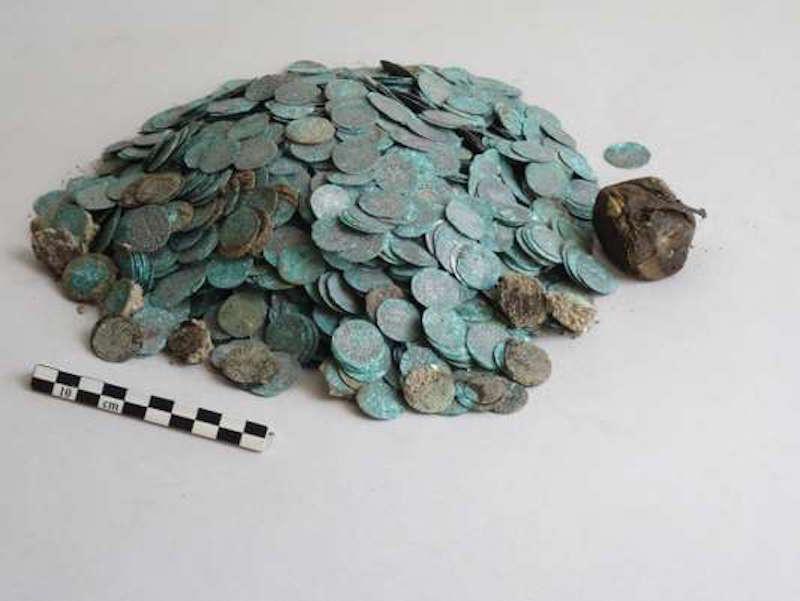 Des archéologues découvrent un immense trésor médiéval dans l'abbaye de Cluny ! Par Jérémy B. 6b7248b_27428-1abra1c.tvhj9py14i