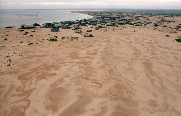 Shoyna : l'histoire d'un village de pêcheurs, transformé en désert de sable ! Par Nathan Weber(+vid.26mn sur Bidfoly.com) Village-sable-13