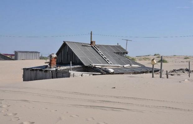 Shoyna : l'histoire d'un village de pêcheurs, transformé en désert de sable ! Par Nathan Weber(+vid.26mn sur Bidfoly.com) Village-sable-3