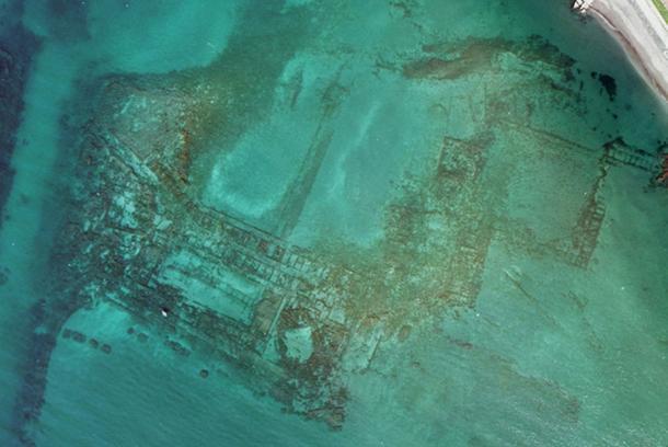 Aujourd'hui engloutie sous les eaux, cette station de vacances était autrefois considérée comme le Saint Trop' de la Rome Antique ! Par Nathan Weber G