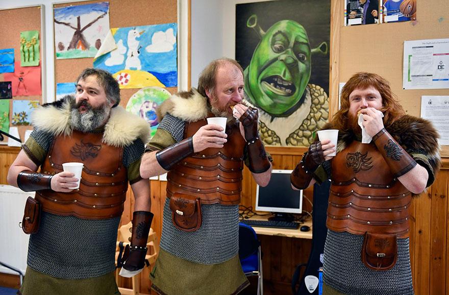 Bienvenue au « Up Helly Aa », un festival Viking impressionnant qui a lieu chaque année en Écosse 14