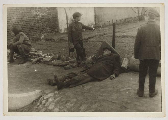 La vie horrible des Juifs Polonais dans le ghetto de Lodz ! Par Jérémy B.  8