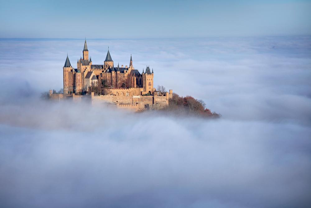 12 châteaux en Europe qui vont vous donner envie de faire vos valises et de partir les découvrir ! Par Clément P.                            Shutterstock_137365796