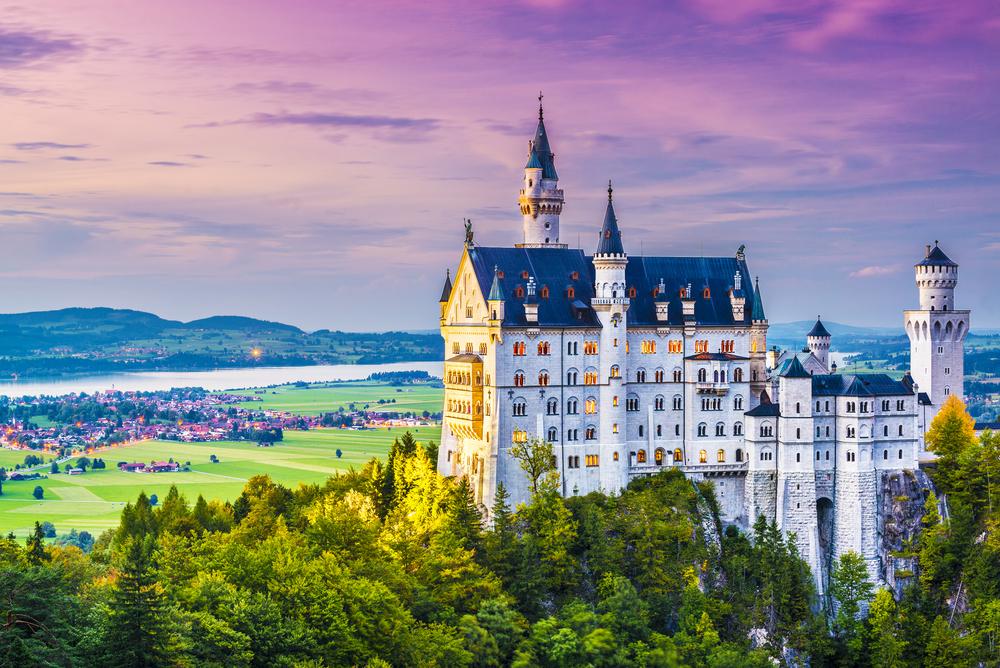 12 châteaux en Europe qui vont vous donner envie de faire vos valises et de partir les découvrir ! Par Clément P.                            Shutterstock_166028657