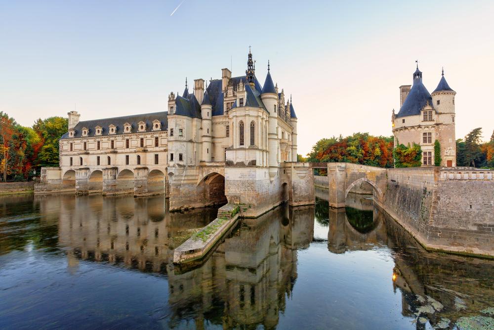 12 châteaux en Europe qui vont vous donner envie de faire vos valises et de partir les découvrir ! Par Clément P.                            Shutterstock_424351885