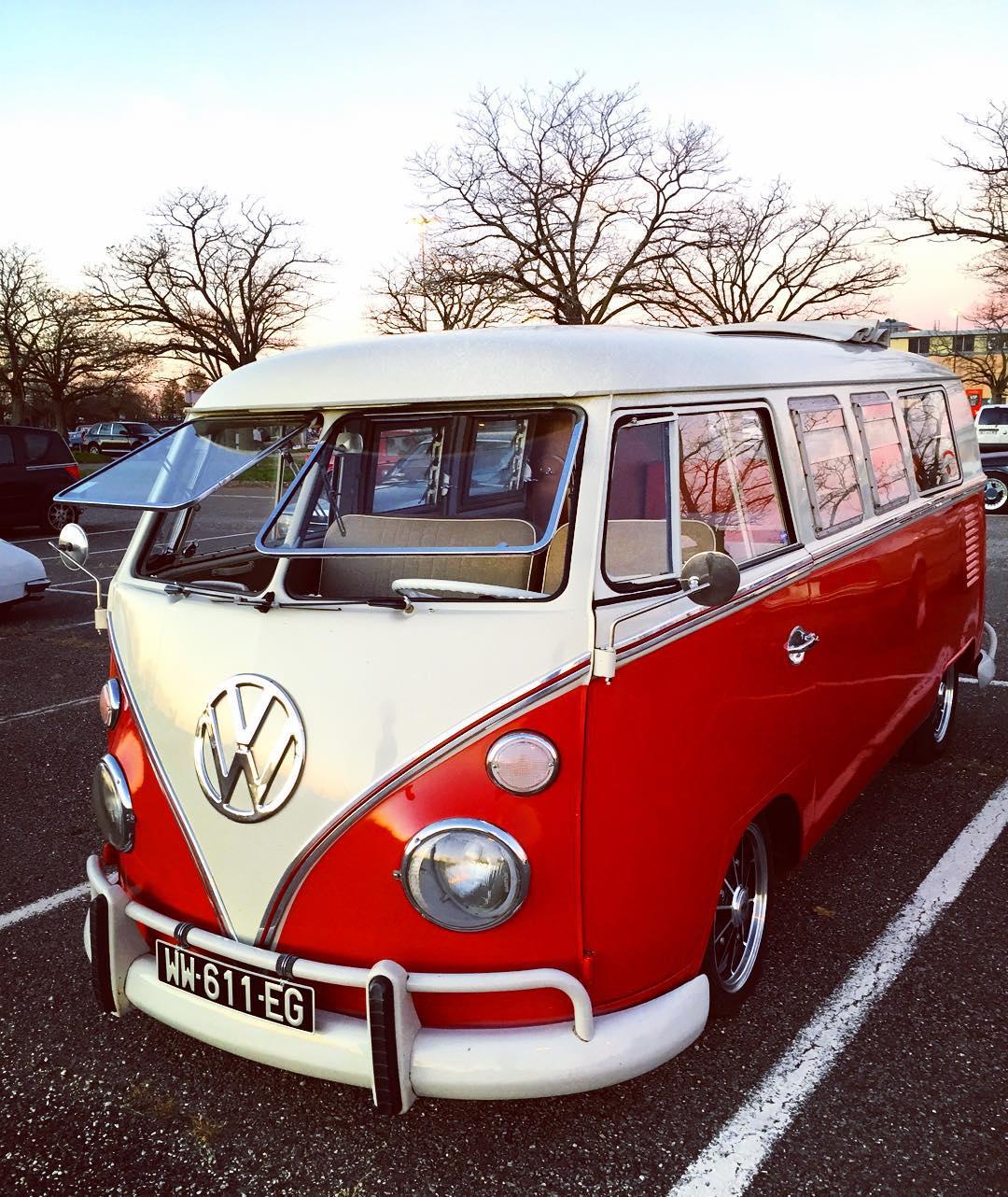 16 des plus beaux combi Volkswagen, pour fêter les 70 ans du célèbre véhicule ! Par Clément P.                            Poupoupeedoo