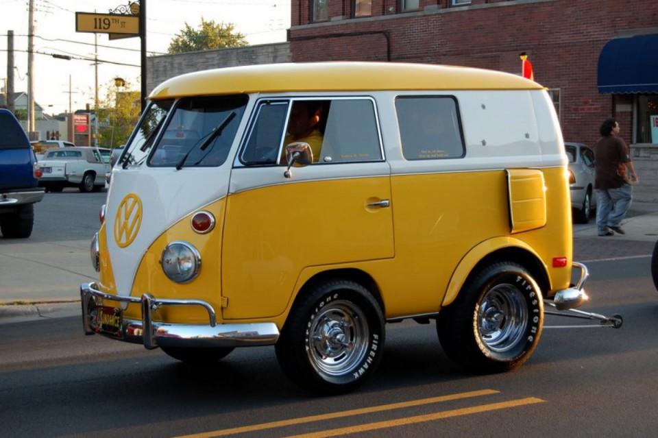 16 des plus beaux combi Volkswagen, pour fêter les 70 ans du célèbre véhicule ! Par Clément P.                            Surfcars