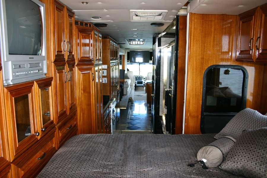 « Terra Wind » : le camping-car grand luxe amphibie  Camillc