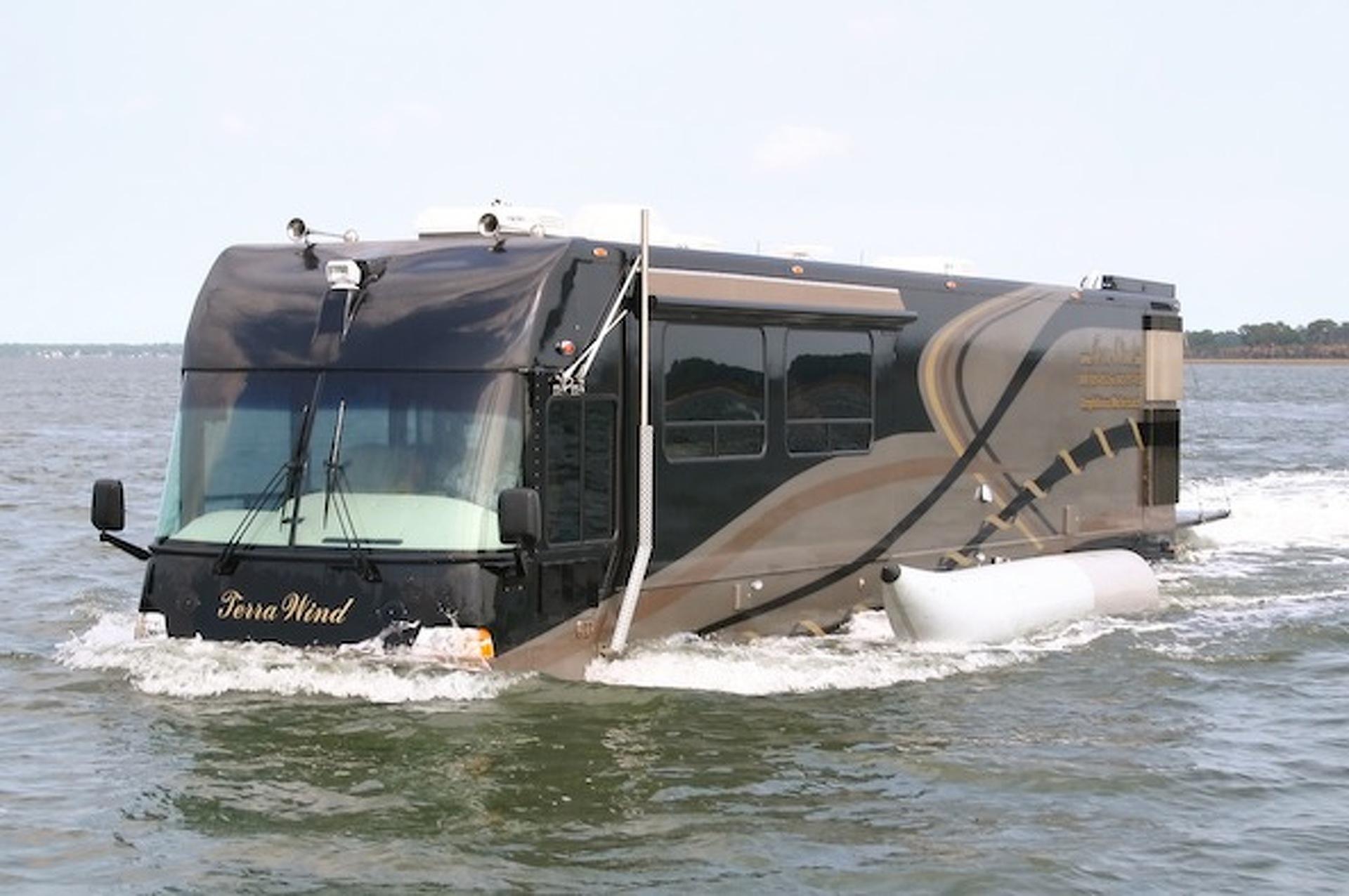 « Terra Wind » : le camping-car grand luxe amphibie qui repousse les limites ! Par Clément P.               Motor1