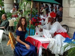Adivinadoras hacen su agosto en La Habana Tirando-cartas-chica-15-madrina_300