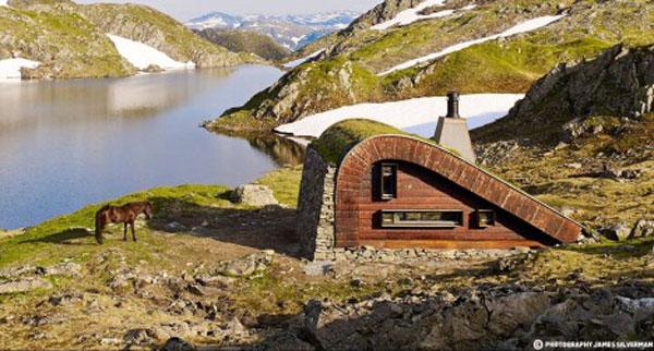 Роскошные пейзажи Норвегии - Страница 21 Tiny-norwegian-hunting-cabin-468x251