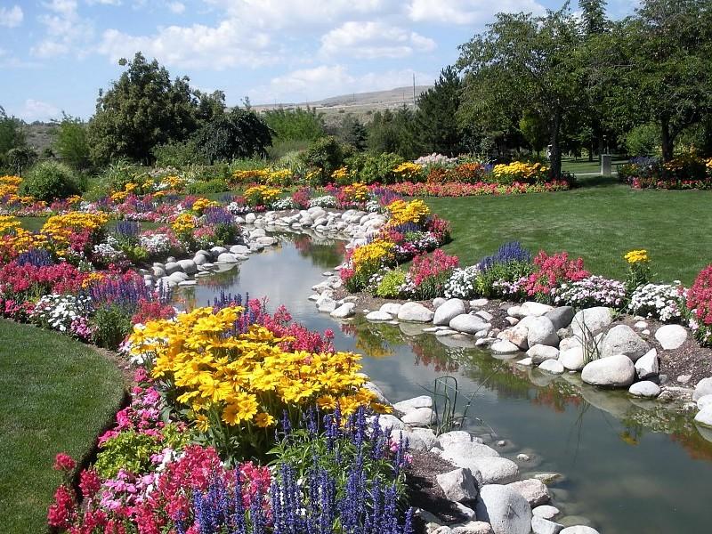 Parkovi i vrtovi Romantic-garden-background-11561