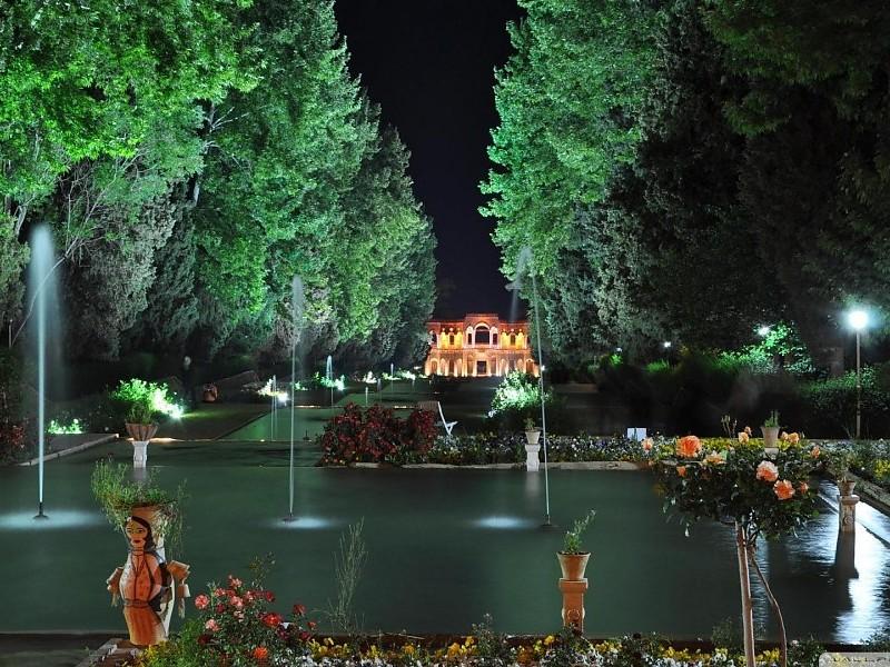Fontane - Page 4 Kerman-prince-garden-iran-images-47068
