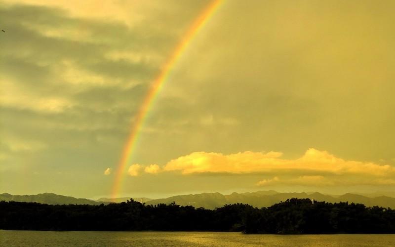 Duga i njene boje - Page 4 Clouds-nature-rainbows-lakes-pics-692237
