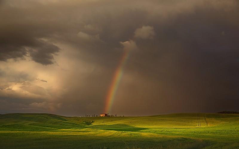 Duga i njene boje - Page 4 Landscape-nature-rainbows-clouds-house-field-hill-grass-green-wallpaper-770371