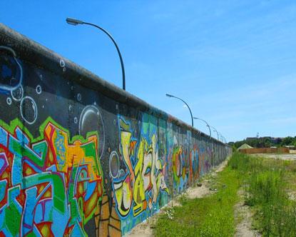 Política Interna de Lapália - Página 2 Germany-berlin-wall