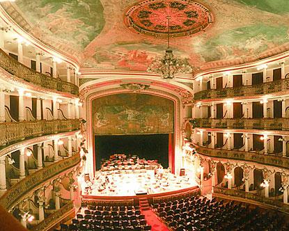 breu e arco, como é q usa? Brazil-historic-theatre