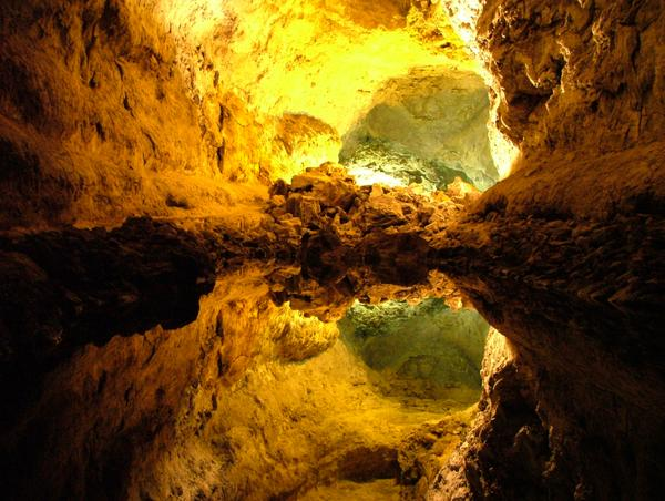 Por qué vivir en una cueva. Cuevas_de_los_verdes_med