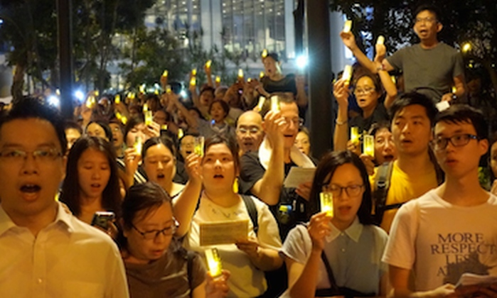 Hong-Kong, le Pape se tait pour obéir à Pékin. Manif