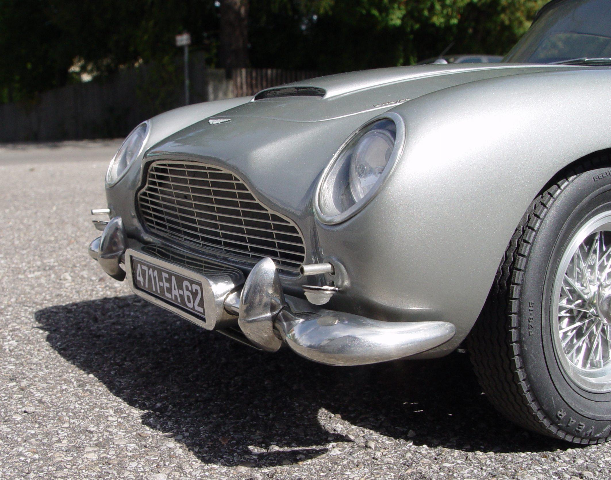Aston Martin DB5 JB 007 1:8 - Page 2 1-8_Aston_Martin_James_Bond_Diamond_Cars_MG01
