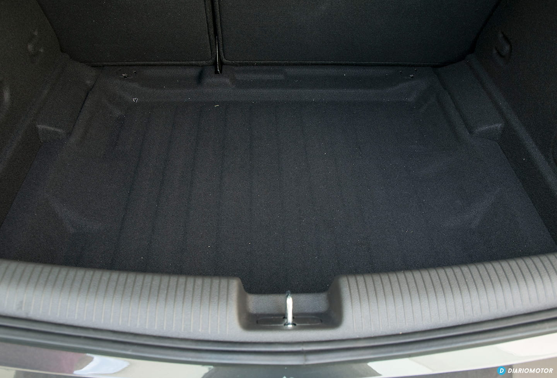 Cambio kit anti pinchazos por rueda repuesto Opel-astra-2016-prueba-maletero