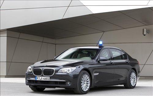 *** بــــــي ام دبــــــلــــــيــــــو 2010 *** 2010-BMW-7-Series-High-Security-car-pics