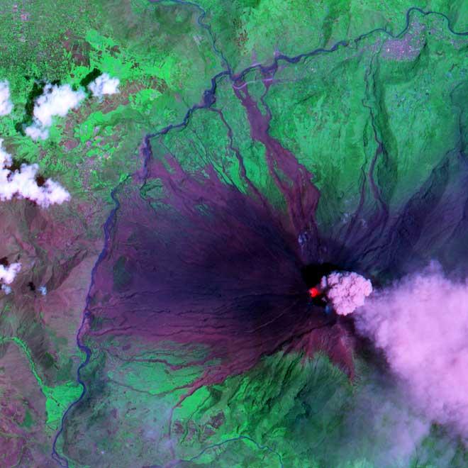 grand miracle scientifique du coran: le soleil se couche dans une source boueuse. - Page 4 Tungurahua-2