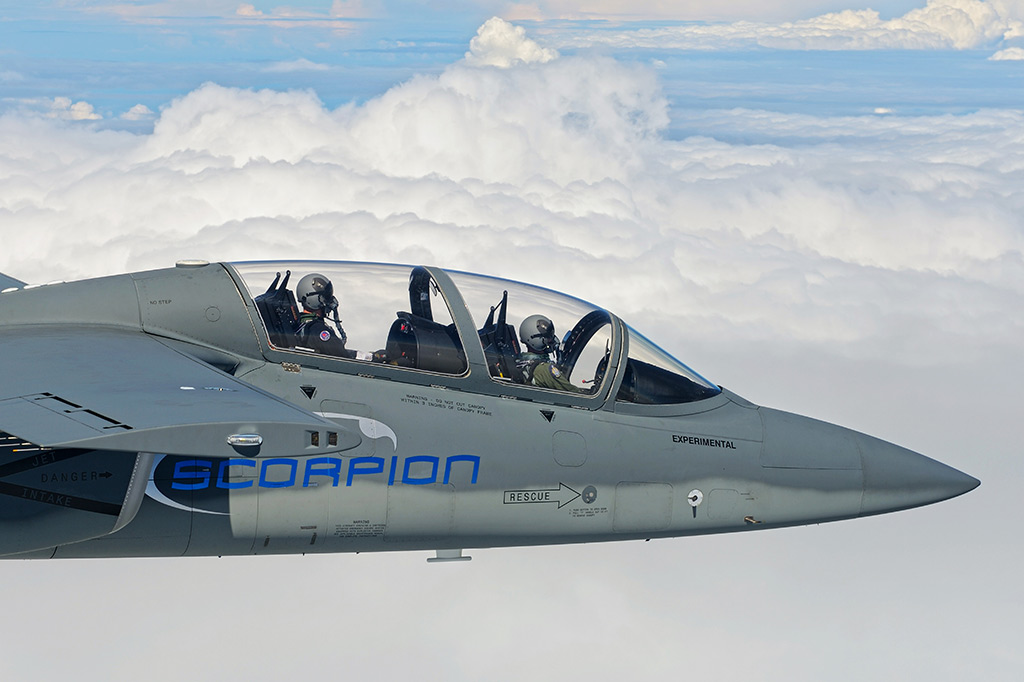 """""""Scorpion"""" (avión de combate y reconocimiento USA) - Página 2 Textron-AirLand-Scorpion-Jet-10"""