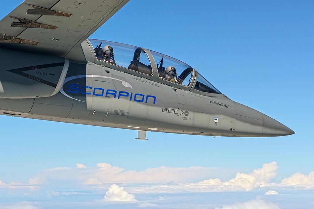 """""""Scorpion"""" (avión de combate y reconocimiento USA) - Página 2 Textron-AirLand-Scorpion-Jet-9"""