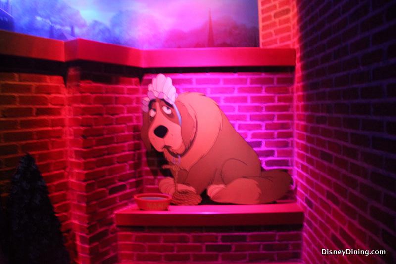 [Disneyland Park] Peter Pan's Flight (réouverture le 1er juillet 2015) 17.-Nana-outside-queue-Peter-Pans-Flight-Fantasyland-Magic-Kingdom-Walt-Disney-World