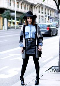 Cum sa porti camasa din denim in 5 moduri diferite 1359949561denim_shirt_vintage-leather_skirt-iskoa_hat-street_style-outfit-15
