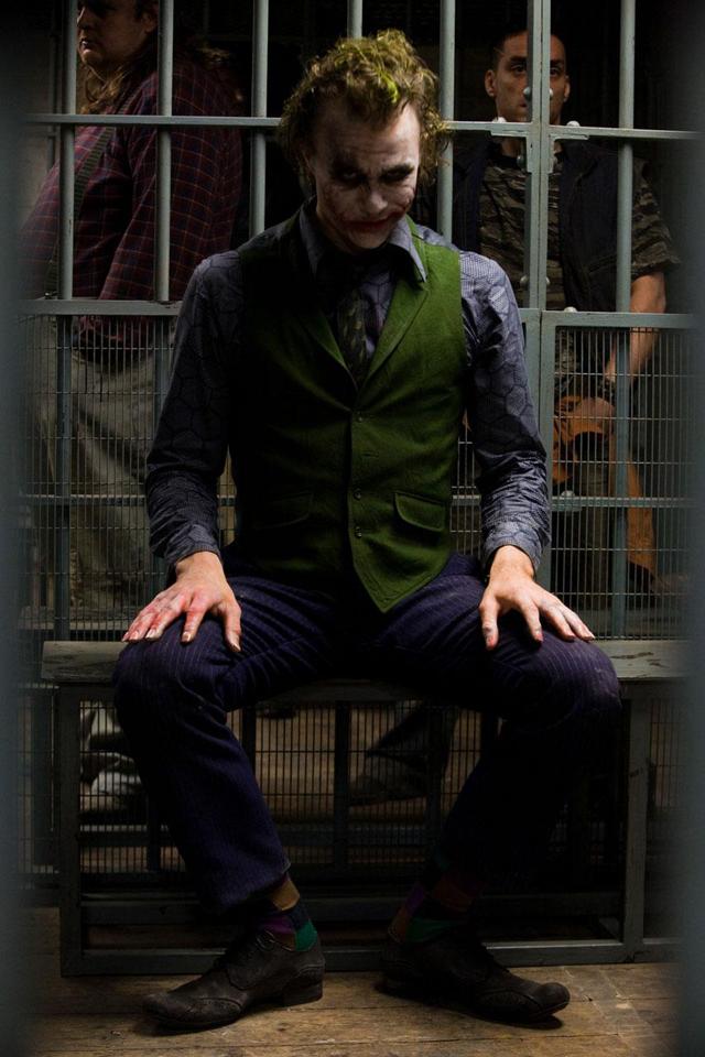 يَأتيْ اللَيلْ ،لِيصْحو الحَنيّنْ { نَسْمَةَ كٌلٌ يَوْمٍٍ بٍمٍزٌاْجٌ }  - صفحة 2 The-Joker