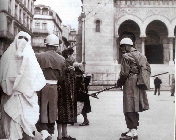 La Guerre d'Algérie en images Alger1-1957
