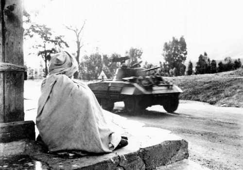La Guerre d'Algérie en images Blinde-en-1956