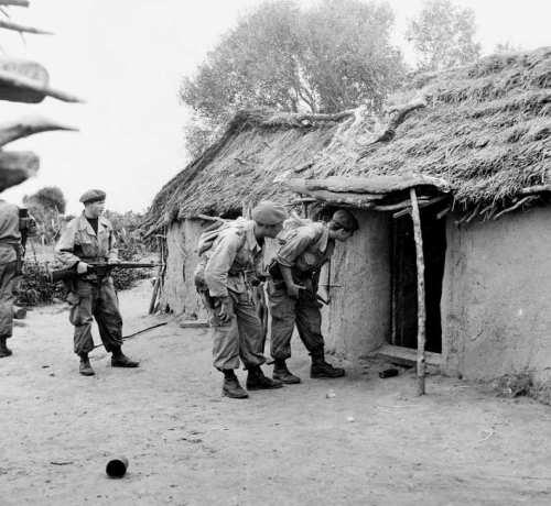 La Guerre d'Algérie en images Descente-dans-un-village