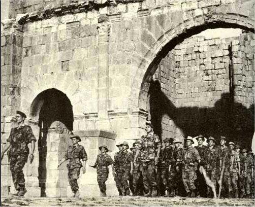 La Guerre d'Algérie en images Para-a-lambese