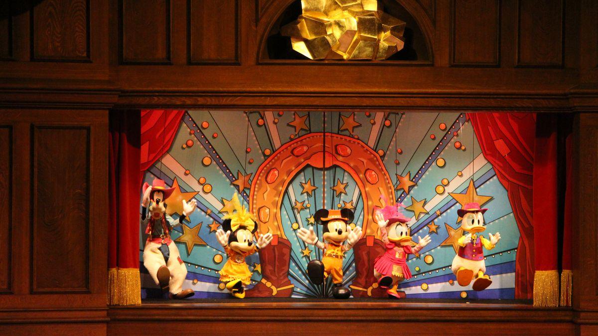 """[Nouveau spectacle] """"The Gold Rush Gang Follies"""" au restaurant Lucky Nugget Saloon (au parc Disneyland depuis le 14 mai 2016) - Page 2 IMG_8727"""