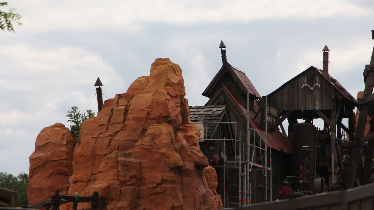 Réhabilitation de Big Thunder Mountain (du 2 novembre 2015 au 16 décembre 2016) - Page 38 IMG_9050-Copie