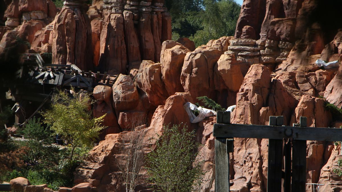 Big Thunder Mountain - Réhabilitation [Frontierland - 2015-2016] - Page 3 IMG_0249