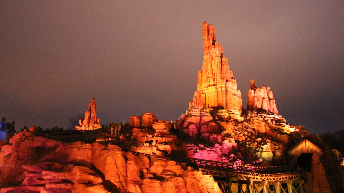 Réhabilitation de Big Thunder Mountain (2015-2016) - Page 4 IMG_6178