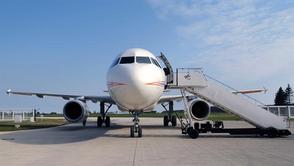 Russian Civil Aviation: News #2 - Page 20 ATRA_vorne_l