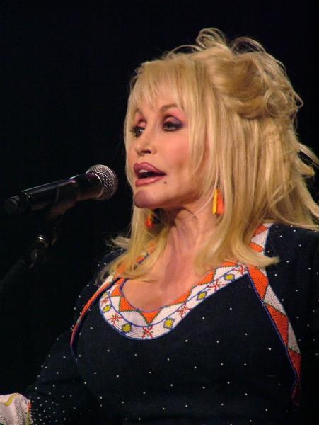 Dolly Parton DC09-9432