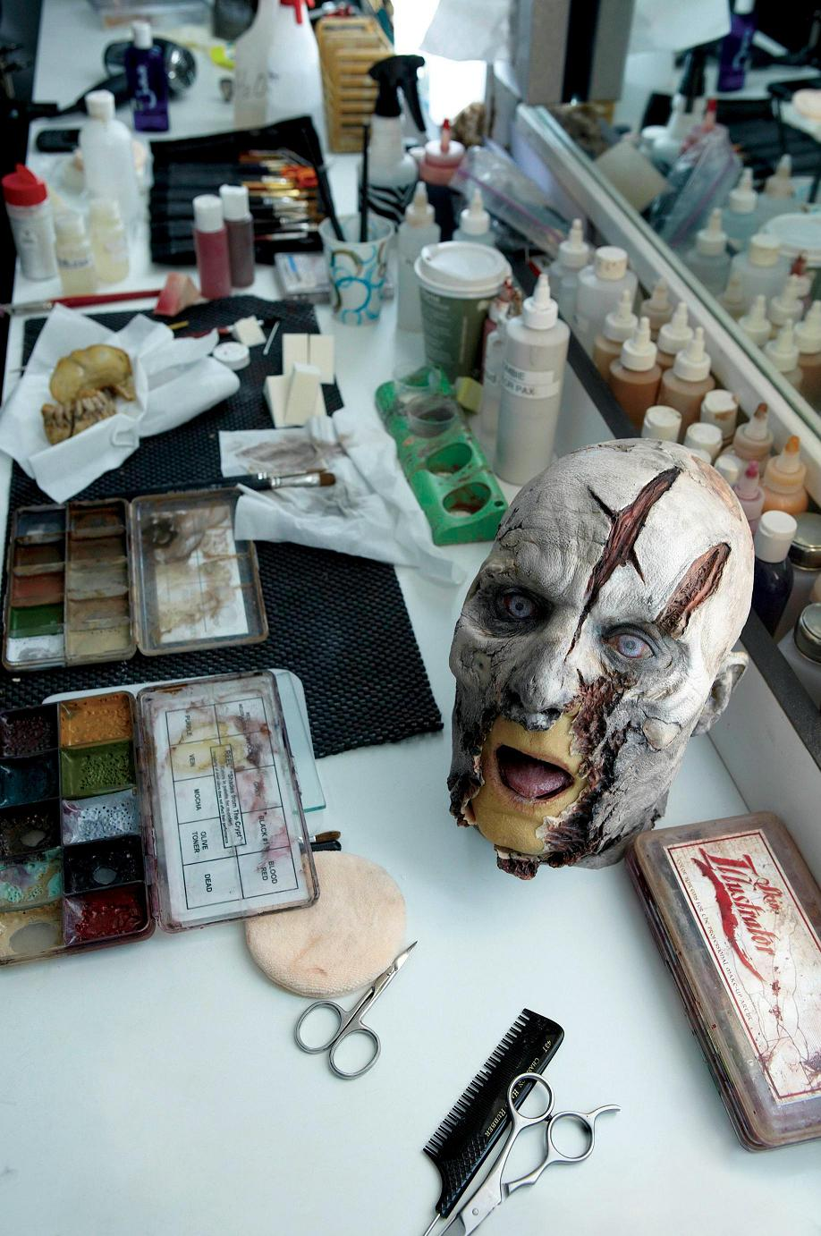 The Walking Dead [ Todo sobre la serie ] TwbdMakeupTable