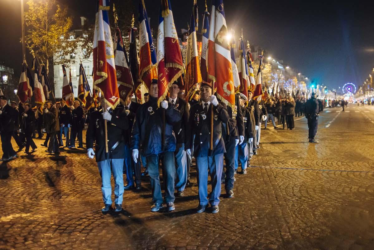 Un drapeau, c'est l'emblème qui représente la Patrie et sous lequel on tombe pour la défendre, pour le défendre. Comme vous avez pu le constater, sur ordre des autorités, cette manifestation patriotique a été ignorée par la majorité des médias nationaux  Cdc-afn-1000porte-drapeaux-5dec2016_132